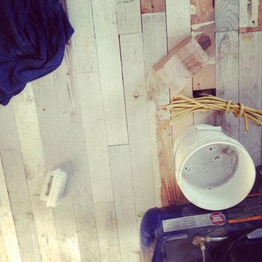 kitchen-flooring-scrubbing