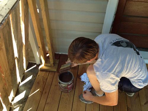 porch_Ryan-brushing