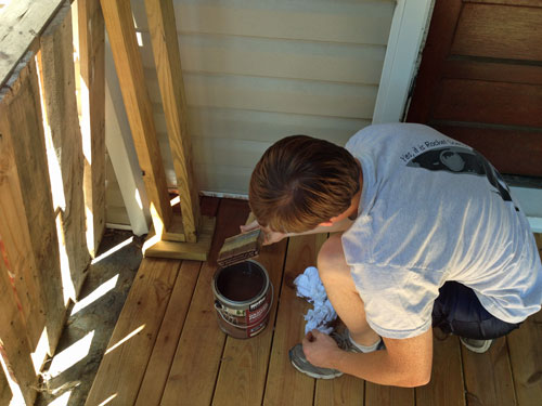 porch_Ryan-brushing