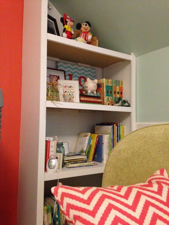 Reagans_room_bookshelf2